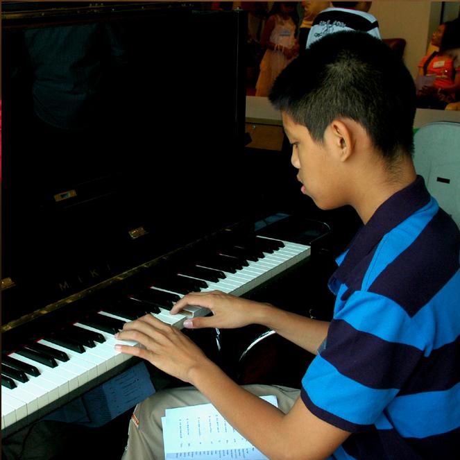 สอนเปียโน เด็กโต เด็กวัยรุ่น และส่งสอบเกรด