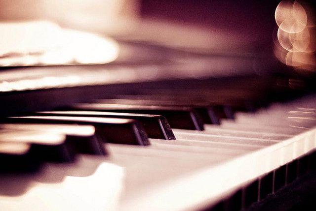สอนเปียโนสำหรับผู้ใหญ่ ผู้สนใจทั่วไป และวัยรุ่น